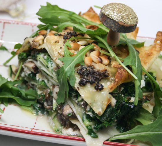 Vegetarische lasagne met champignons, boerenkool, courgette en truffeltapenade