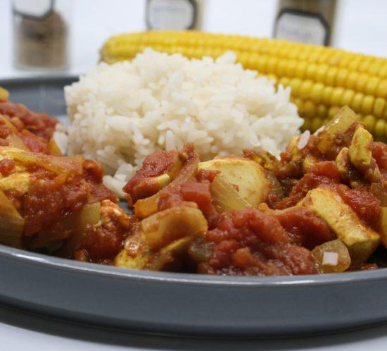 Kip jalfrezi met maïskolf en rijst