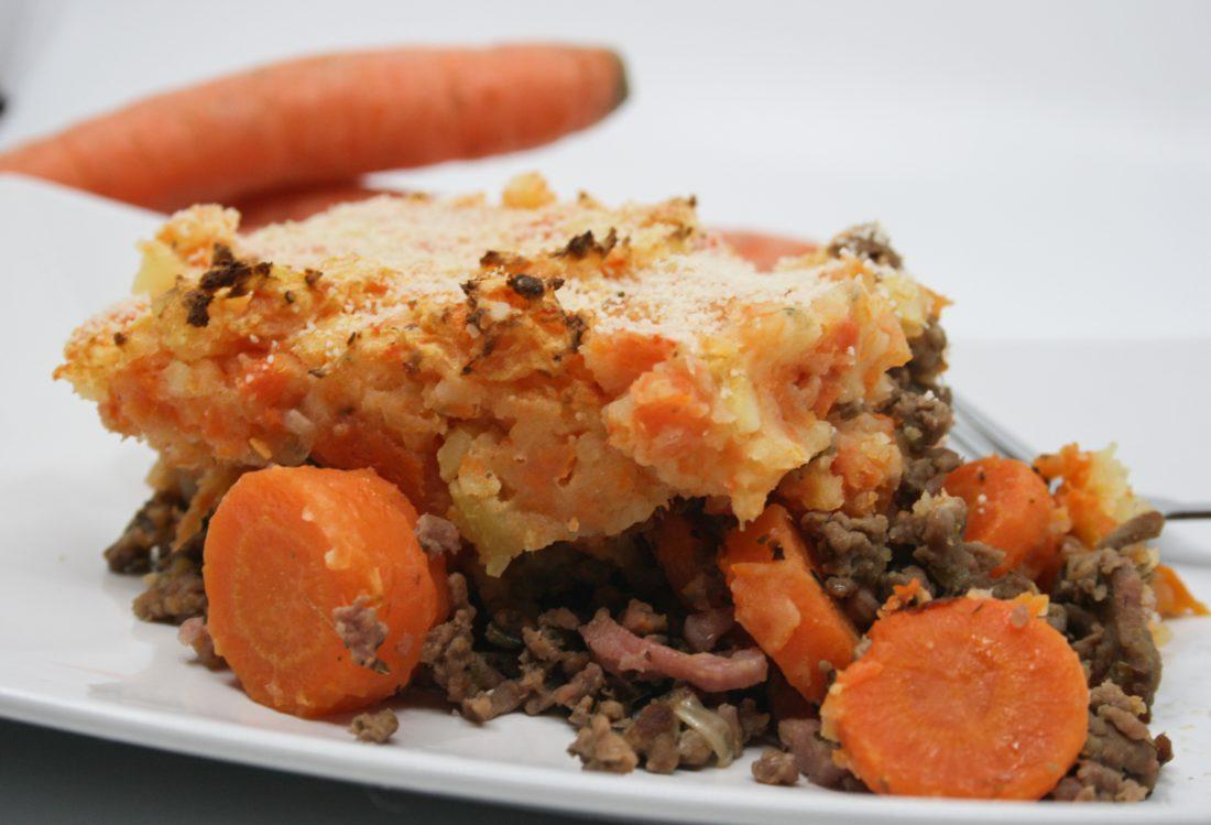 Hachis parmentier met wortel en baconreepjes