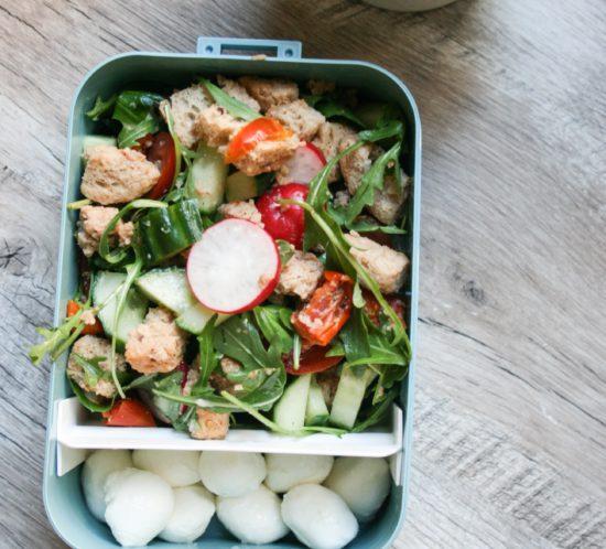 panzanella salade met mozarella