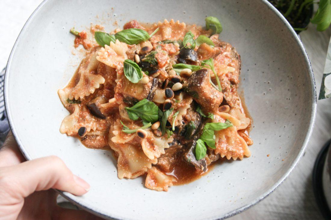 aubergine- ricotta pasta met basilicum