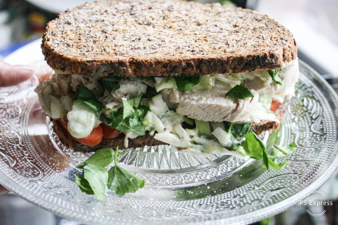 club sandwich met frisse salade