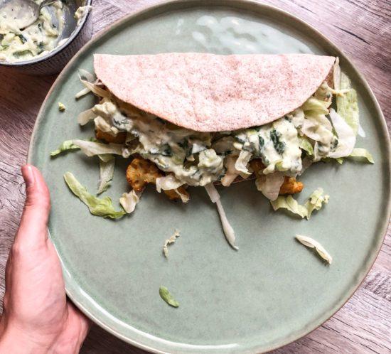 Vegetarische taco met gemarineerde bloemkool en paneer kaas