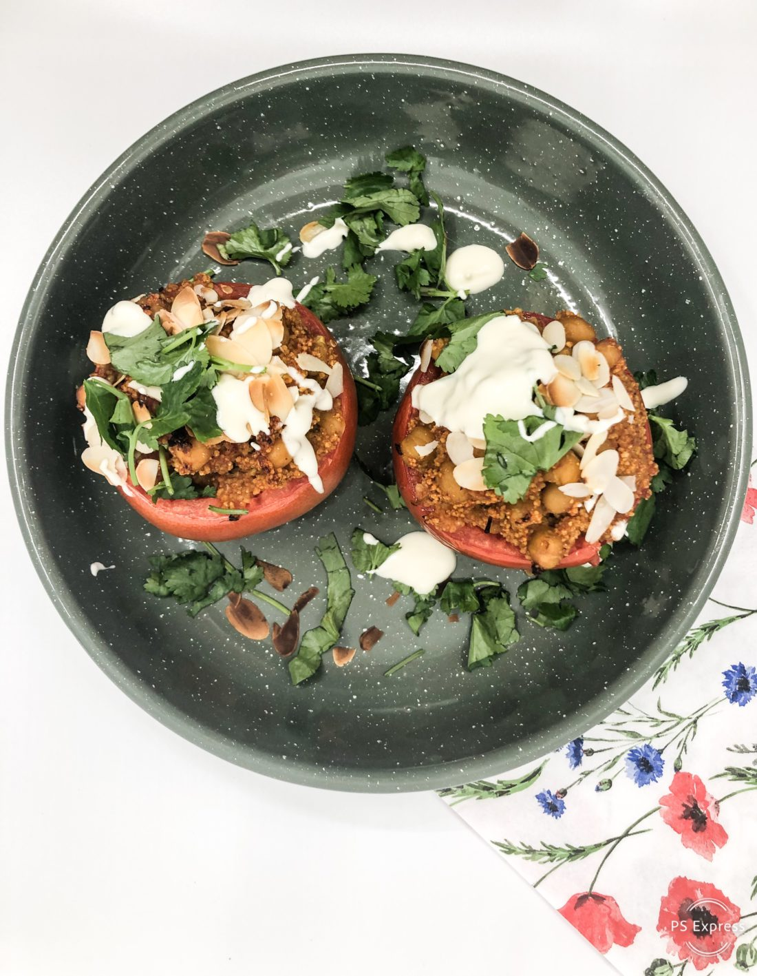 tomate farci met kikkererwten en couscous