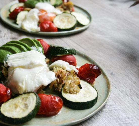Lunchrösti met gepocheerd ei en avocado