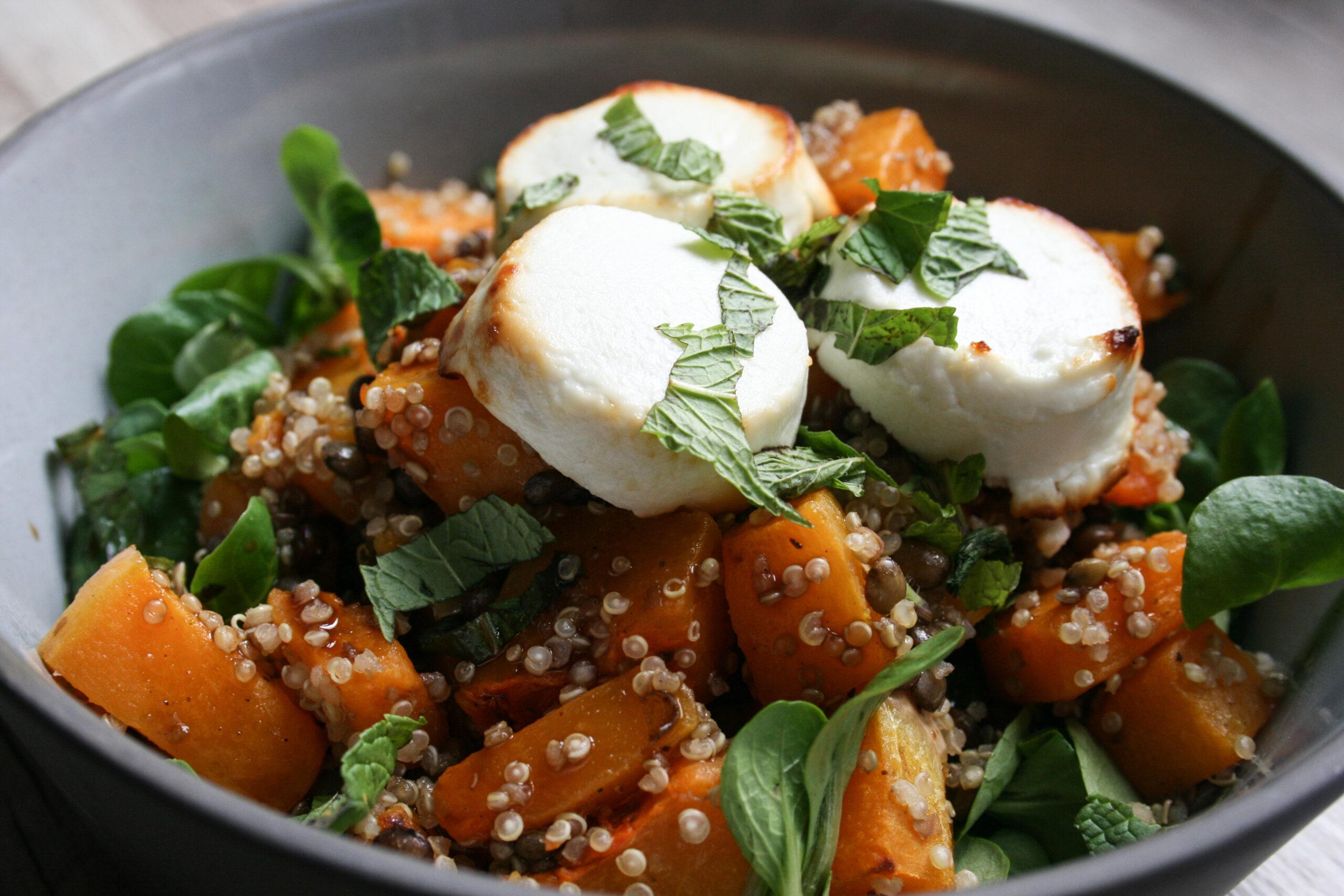linzen- quinoa salade met pompoen en geitenkaas
