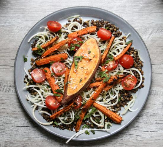 Linzen- wortelsalade met venkel en zoete aardappel
