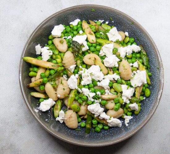 Gnocchi met groene groenten en feta
