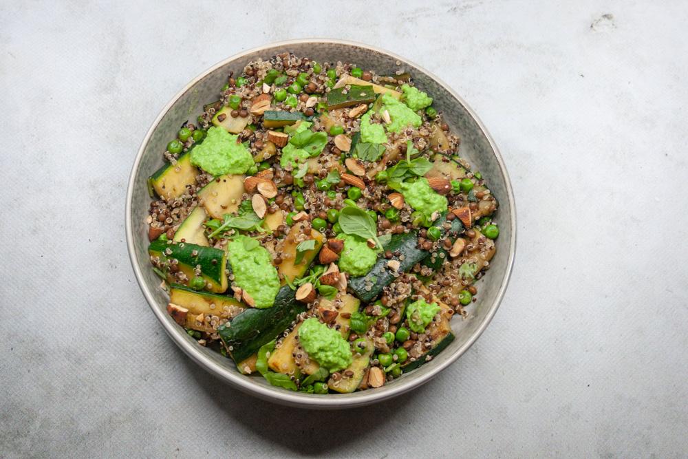 Quinoa salade met erwten creme